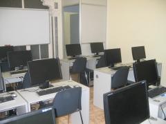 Aula de informática para 15 puestos, para la impartición de cursos de ofimática, diseño gráfico, diseño web,