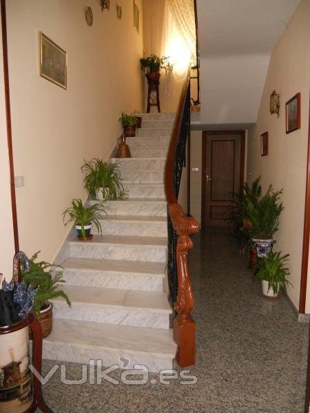 Foto reforma integral colocaci n de pavimento de granito for Escaleras de marmol y granito