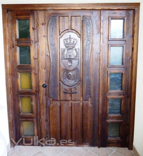 Foto puerta de entrada tallada rustica - Entradas rusticas ...