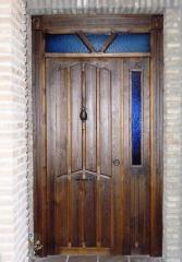 Puerta de entrada con veta resaltada (rayada)