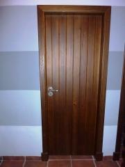 Puerta interior duelas de madera