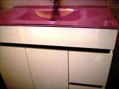 Mueble y lavabo de cristal de seguridad