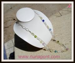 Collar de plata, piedra luna limon, jade blanco y cristales de colores