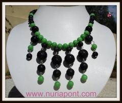 Collar de plata, jade verde y lava volcanica