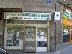 Vista desde la calle del Centro Veterinario Rican