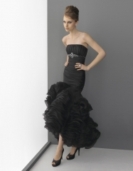 ya esta en tienda, vestido negro gazar con volantes