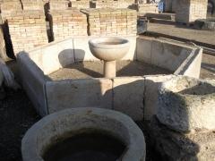 Fuente octagonal de piedra viva de mijas