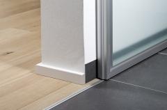 Puertas correderas de paso entre comedor y cocina de advantage, detalle: gu�as empotradas en el suel