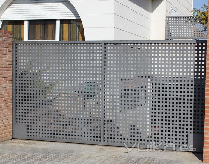 Foto puerta corredera de hierro for Puertas correderas hierro exterior