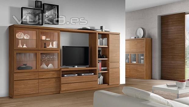 Foto salon con vitrinas y color nogal - Muebles color nogal ...