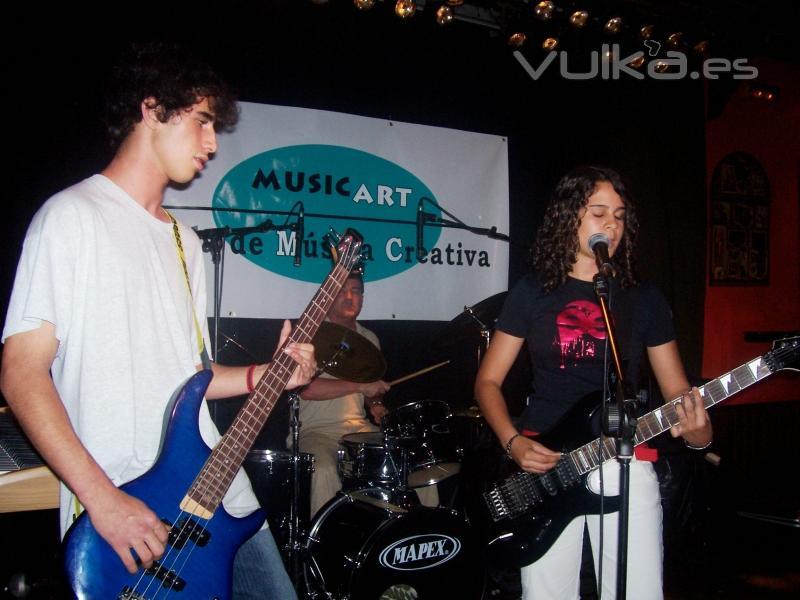 alumnos de guitarra electrica en la Sala Mercantil (Badajoz)