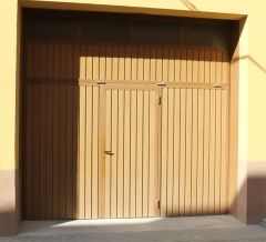 Puerta basculante de hierro