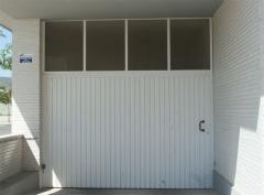 Puerta batiente de hierro para garajes