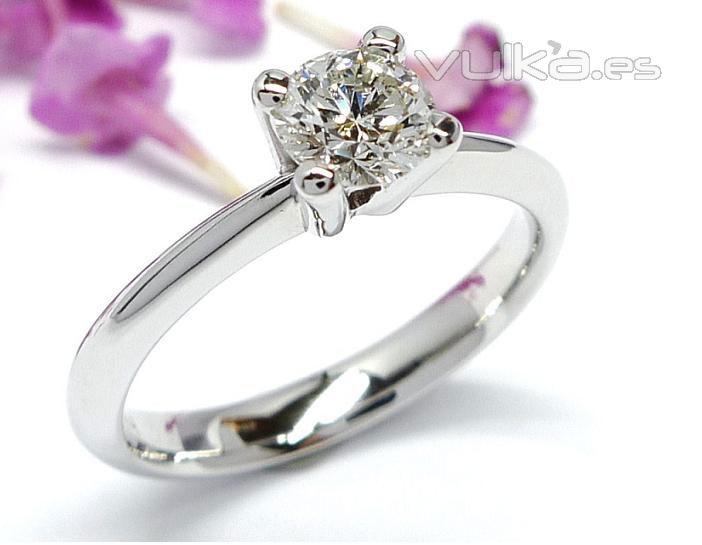 01f79dcac214 anillo de compromiso con diamantes · nueva colección JORGE JUAN JOYERO ...