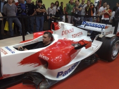Probando el simulador toyota f1 en motortec 2009