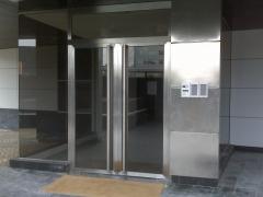 puertas y entrada edificio