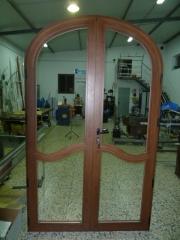 Curvado de aluminio para puerta serie europea 130x237 con moldura interior con forma
