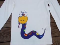 Camiseta viborita. pintada a mano con pinturas de alta calidad