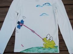 Camiseta rana y mosca. ointada a mano con pinturas de alta calidad
