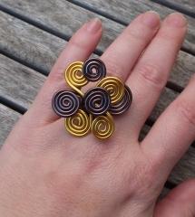 Anillo sabana. hecho a mano con aluminio amarillo y marrón