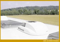 Instalaci�n de aire acondicionado en techo de caravana