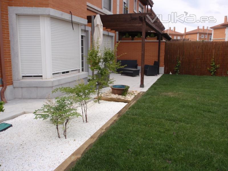 Jard n de piedras blancas visitando jardines pinterest - Gravas para jardin ...
