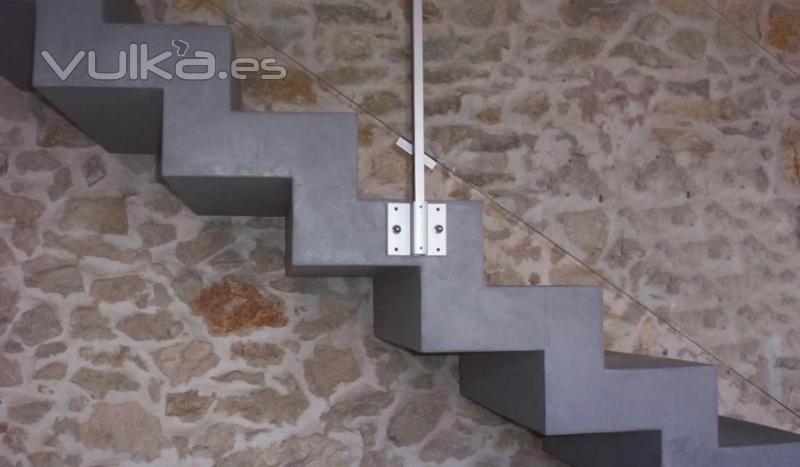 Foto cemento pulido en escalera mineral deco for Como hacer una escalera en concreto