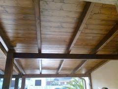 Porche de madera acabado con protector nogal intenso