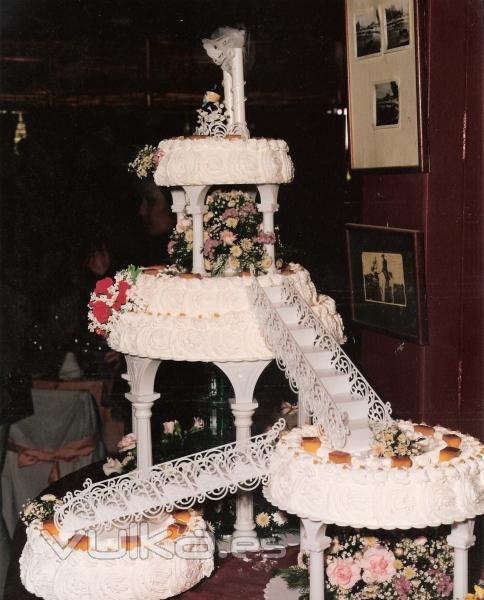 Foto: Tarta de boda con fuente de agua.