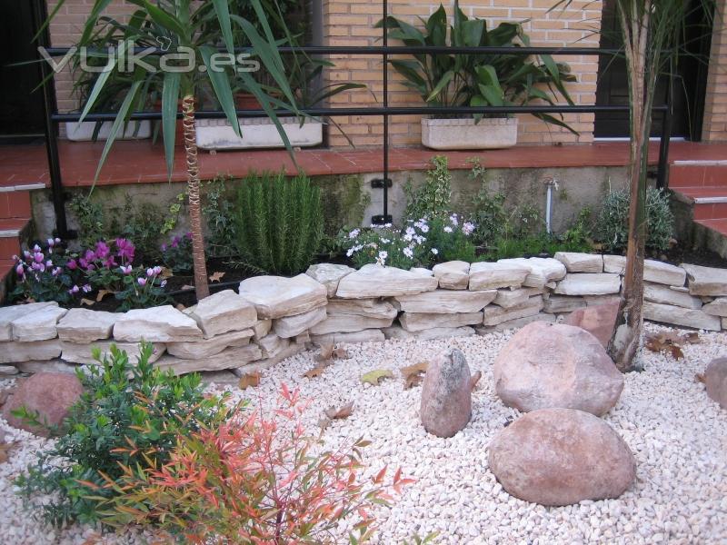 Foto de jardines de dise o foto 1 for Jardines baratos