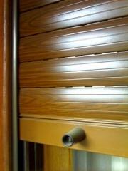 Persiana de aluminio imitacion madera en lama de 50 mm.