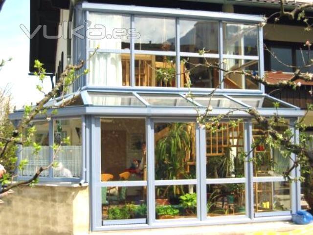 Foto cerramiento de aluminio de porche de jardin for Porche de jardin