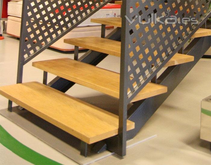 Foto escalera de hierro for Escaleras interiores de hierro