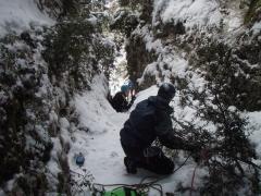 Rapel sobre nieve en el barranco del basender
