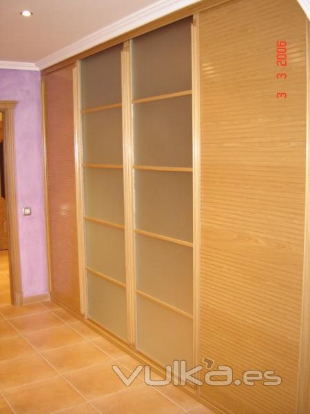 Foto frente de armario corredera en roble con 4 hojas - Frente armario corredera ...