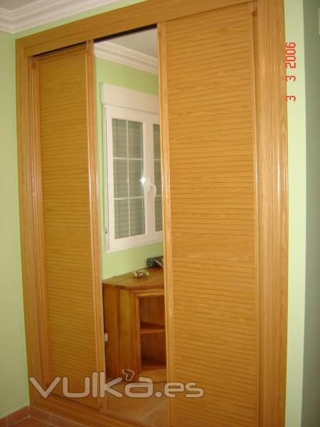 Foto frente de armario corredera en roble con tres hojas - Frente armario corredera ...