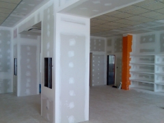 Falsas columnas para instalaciones