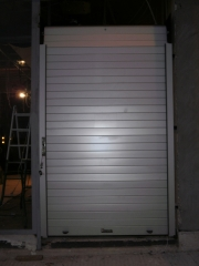 Puerta enrollable de aluminio collbaix