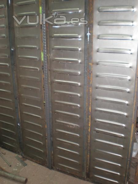 Foto contraventanas de hierro con remaches con for Remaches de hierro