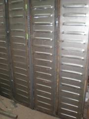 Contraventanas de hierro con remaches con certificado de artesania.