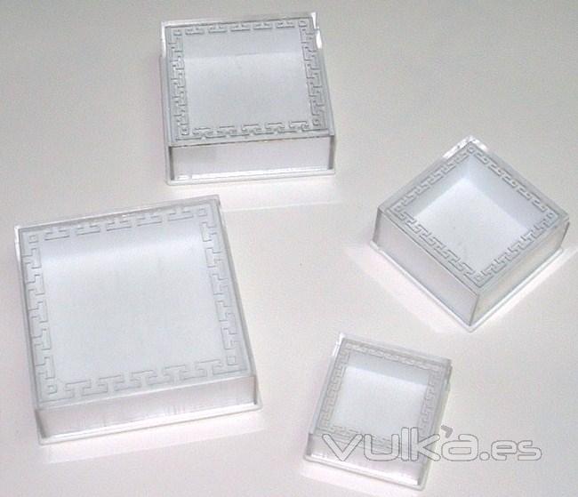 Estuches karey for Cajas de plastico transparente