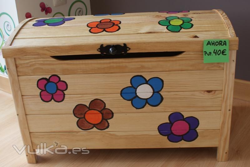 Foto baul flores pvp 50eur pintados a mano - Baules pintados a mano ...
