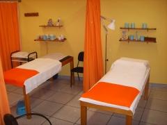 Amplias cabinas para diferentes tratamientos esteticos como la radiofrecuencia, cavitación etc