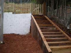 Instalaci�n de una escalera de madera tropical y valla