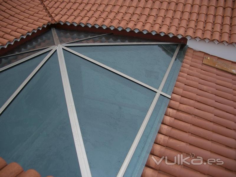 Foto cubierta piramidal en cristal de seguridad de control solar verde - Cubierta de cristal ...