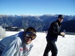 Estudiantes de viaje en sierra nevada