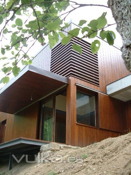Foto casa con muros de carga de hormig n y estructura de - Celosias de hierro ...