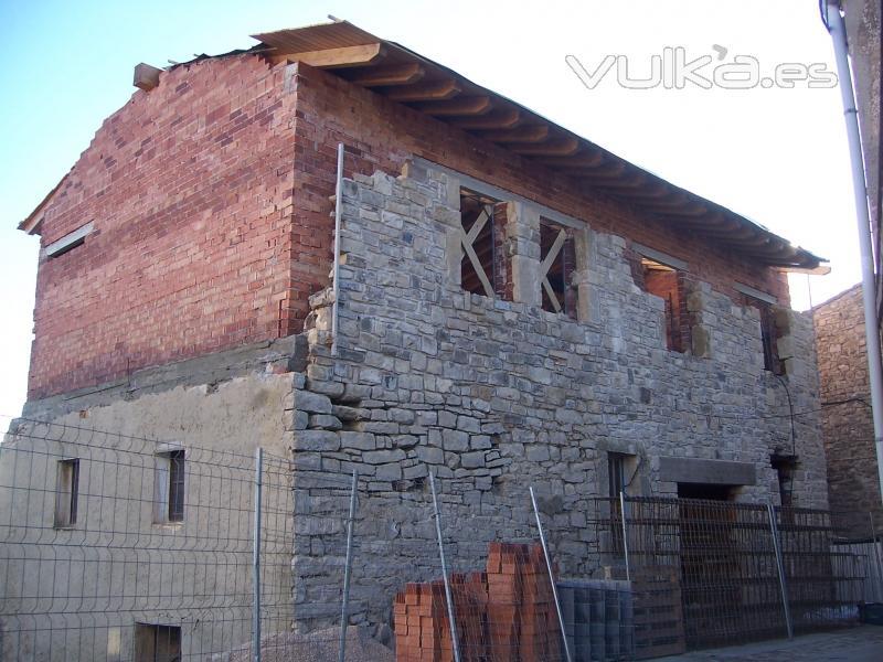 Foto reforma de casa rustica amb teulada de fusta - Reforma en casa ...