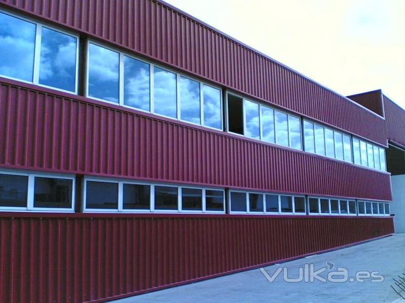 Foto cerramiento para oficina en nave industrial con for Oficina proteccion datos