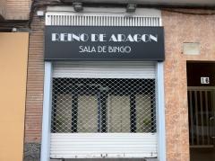 Rotulo exterior en metacrilato con vinilo decorativo para bingo